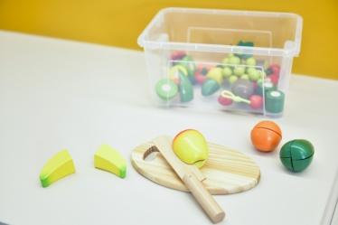 Alltagspraktische Fähigkeiten (Obst schneiden)-Alltagspraktische Fähigkeiten (Obst schneiden)